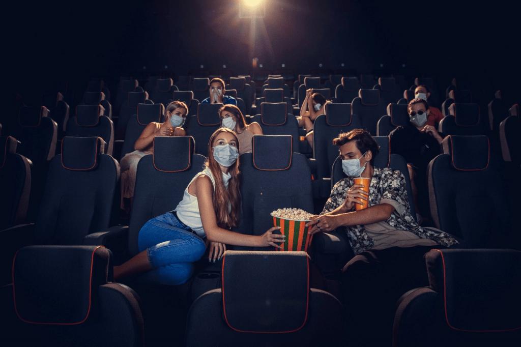 Personas en sala de cine